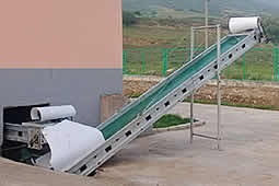 Conveyor belt cleaning system outside house